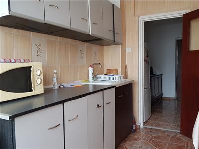 Apartament 2 camere spatios, mobilat, zona Rm. Sarat - Dristor