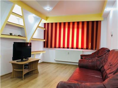 Inchiriere apartament trei camere, decomandat, zona Paltinis.