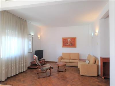 Inchiriere apartament 3 camere  100 mp universitate 600 euro