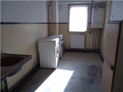 Inchiriere apartament 3 camere decomandat Targoviste CFR