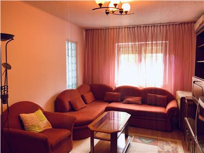 Inchiriere apartament 3 camere, decomandat, zona Democratiei, Ploiesti