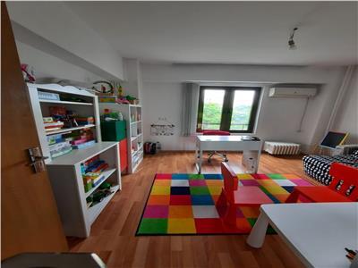 Inchiriere apartament 3 camere nemobilat pentru birou sau locuit