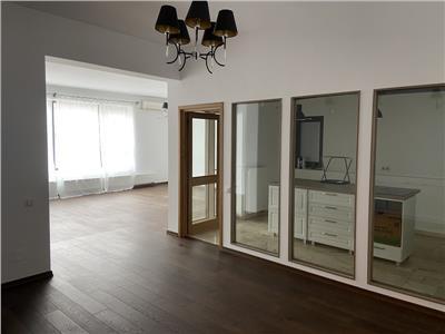 Inchiriere apartament 4 camere nemobilat  pentru birouri sau locuinta