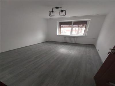 Inchiriere apartament 4 camere, Teiul Doamnei, semidec, nemobilat