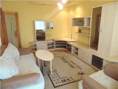 Inchiriez apartament 4 camere modern utilat/mobilat la 2 minute de umf Targu Mures