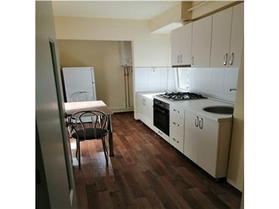 Inchiriez apartament cu 1 camera, mobilat si utilat, centru