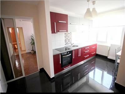 Inchiriez apartament cu 2 camere in Cornisa la 5 minute de UMF
