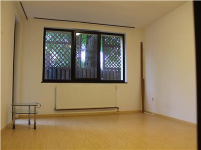 Inchiriez apartament cu 2 camere plus dressing in vila