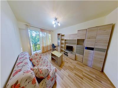 Inchiriez apartament cu 3 camere,decomandat,et 3 la 8 min de umf