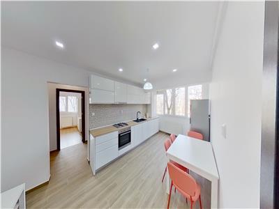 Inchiriez apartament cu 3 camere in Cornisa mobilat si utilat modern