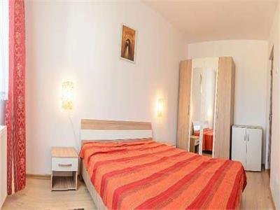 Inchiriez apartament cu 3 camere,mobilat si utilat lux, in Dambu