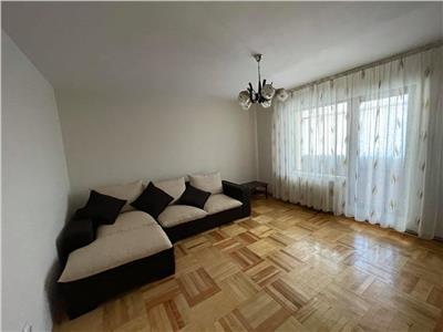 Inchiriez apartament cu 3 camere situat in 7 noiembrie