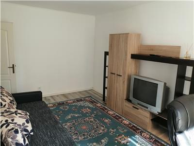Inchiriez apartament cu 3 camere, zona umf (cornisa)