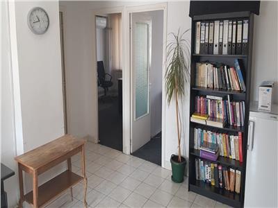 Inchiriez apartament cu 4 camere, 121 mp, situat in zona centrala