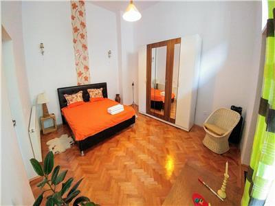 Inchiriez apartament cu 2 camere, ultracentral mobilat si utilat lux
