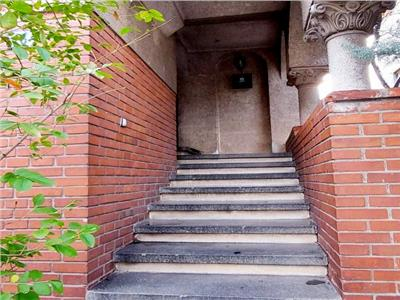 Parter si etaj vila / birouri / excelent pozitionata PIATA DOMENII