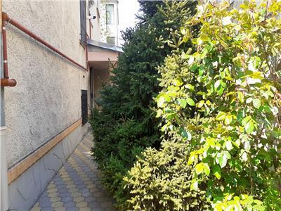 Parter vila foarte generos 5 camere si garaj propriu Palatul Cotroceni