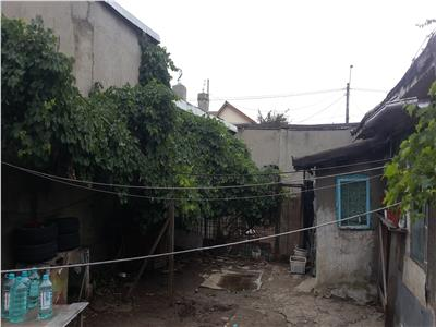 Rahova Margeanului,casa demolabila si teren 250 mp,deschidere 11,5m