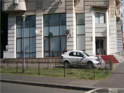Spatiu comercial de inchiriat 97mp stradal zona Unirii metrou Unirii1