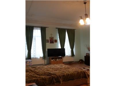 Unirii,apartament 215 mp utili,5 camere si dependinte.