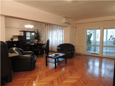 Unirii - Traian, 4 camere, etajul 2/5, 160mp, garaj, boxa, liber