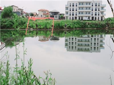 Vand garsoniera 42 mp pe malul lacului cu piscina si parcare gratis