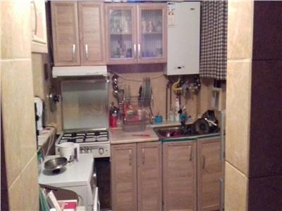 Vand apartament cu 2 camere razboieni -biserica