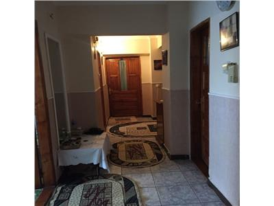 Vand apartament cu 3 camere decomandat prundu, et 4/8