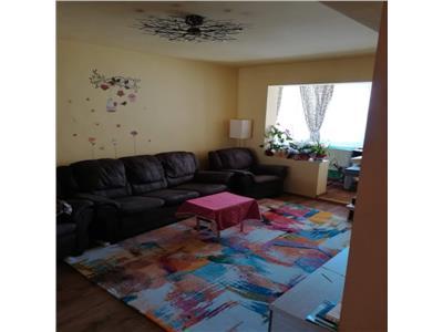 Vand apartament cu 3 camere, etaj 1/4, situat in tudor