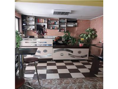 Vand cladire/spatiu comercial sau birouri P+3 in centru