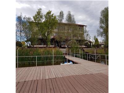 Vand pensiune cu lac de agrement in Calinesti
