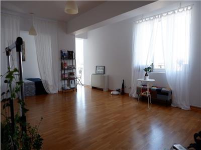 Vanzare apartament 2 camere decomandat decebal