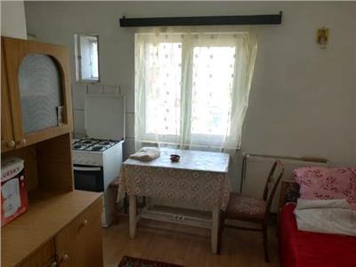 Vanzare apartament 2 camere , decomandat targoviste
