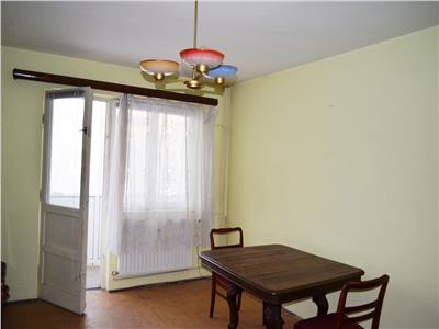 Vanzare apartament 2 camere, decomandat, zona vest, stradal, ploiesti