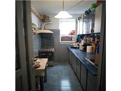 Vanzare apartament 2 camere,parter /4 basarabia-