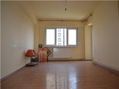 Vanzare apartament 3 camere, 75 mpu, zona Hotel Prahova, Ploiesti
