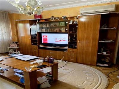 Vanzare apartament 3 camere Brancoveanu stradal/balcon foarte mare