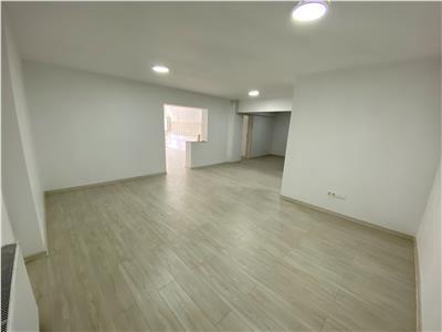 Vanzare apartament 3 camere cu 2 garaje, in Ploiesti, zona 9 Mai
