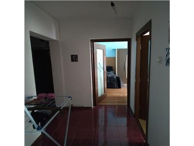 Vanzare apartament 3 camere ,decomandat doamna ghica