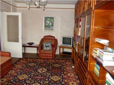 Vanzare apartament 3 camere decomandat Targoviste Balaban