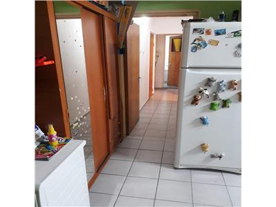 Vanzare apartament 3 camere ,decomandat, zona chisinau