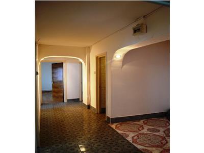 Vanzare apartament 3 camere, decomandat, zona ultracentrala, ploiesti