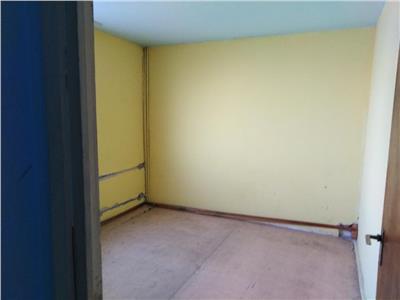 Vanzare apartament 3 camere ,etaj 5,  m.c.georgian 8 minute