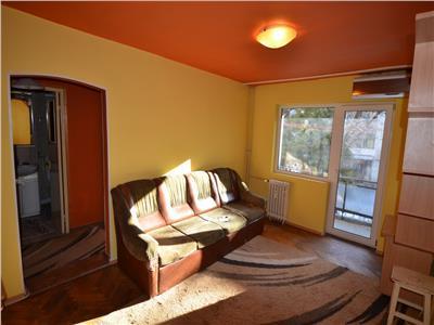 Vanzare apartament 3 camere, in Ploiesti, zona Vest, semidecomandat