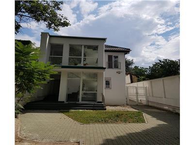 Vanzare apartament  3 camere ,in vila  135 mp, Zona Ferdinand