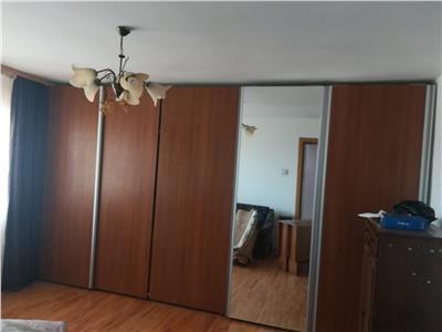Vanzare apartament 3 camere,Micro 4
