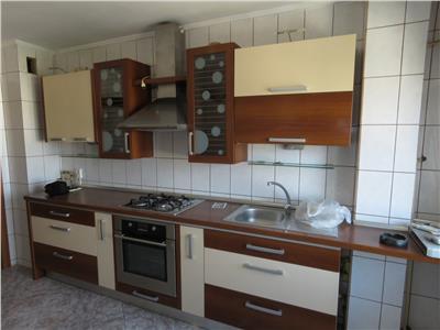 Vanzare apartament 3 camere, ploiesti, zona gh doja