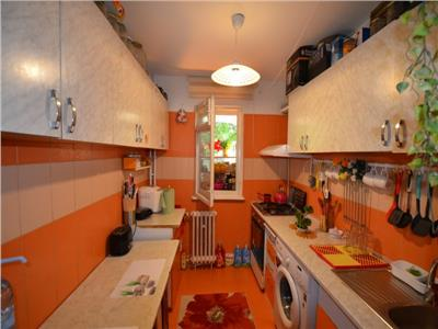 Vanzare apartament 3 camere, ploiesti, zona vest, confort 1 decomandat