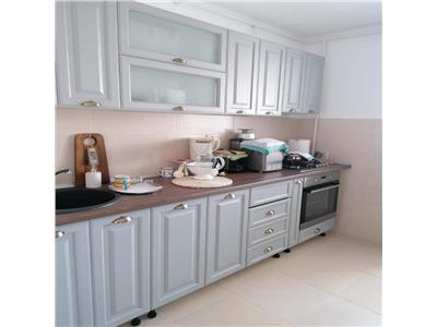 Vanzare apartament 3 camere renovat ,etaj 8, zona chisinau