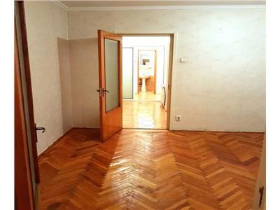 Apartament de 3 camere de vanzare in zona Rahova, Margeanului
